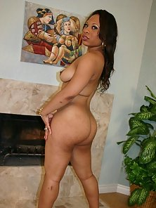 Appealing Black Candi Luv Shows Her Huge Bubble Booty To Big Cock