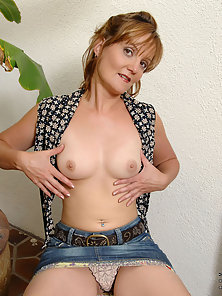Anilos Sadie exposes her mature breasts and tight milf pussy outdoors