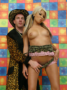Frank Wank jackpots blonde whore