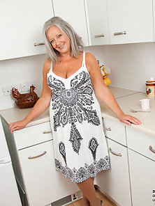 Experienced housewife April Thomas gets naughty in the kitchen