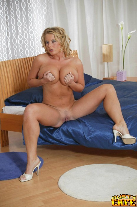 Women with blonde pussy hair-957