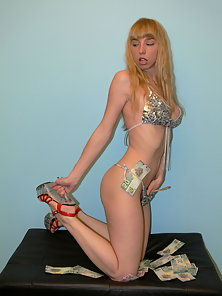 Blonde amateur strips for big bucks