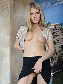 Gorgeous Blonde Babe Spreads Her Legs and Shows Shaved Twat
