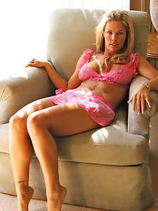 Glamorous blonde anilos shows off her sexy pale pink lingerie