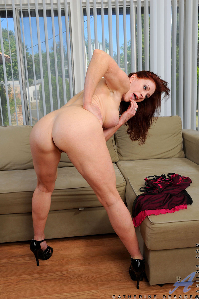Spreads her ass and mature pussy final, sorry, but