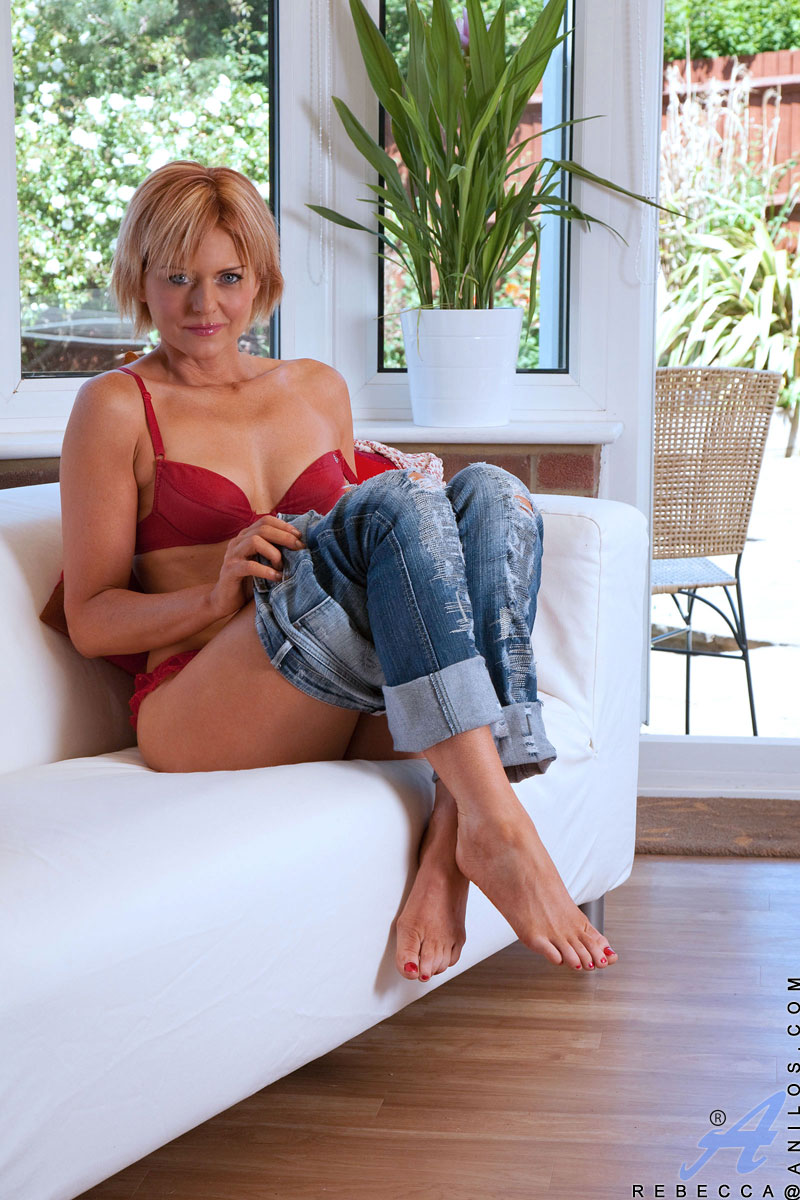 Rebecca green in sexy jeans shows ass idea))))