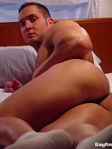 Horny amateur gay Chaz showing his muscles and sexy butt