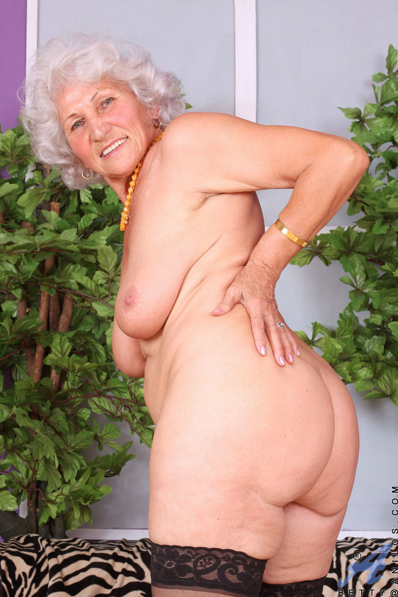 Busty Anilos Granny Sucks Her Fingers And Dips Them Deep -8553