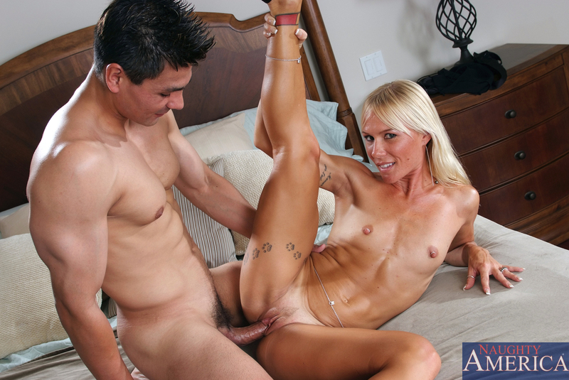 Sexy Blonde Cougar Gives A Sloppy Blowjob - Ass Point-1409