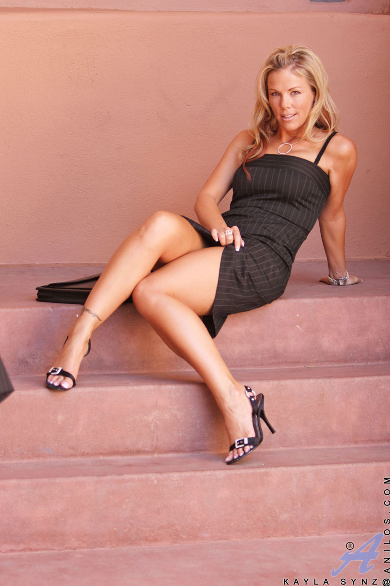 Anilos Blonde Cougar Secretary Looks Tasty In Her Pin -5299