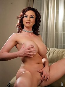 Mature Hottie With Nice Rack Masturbating