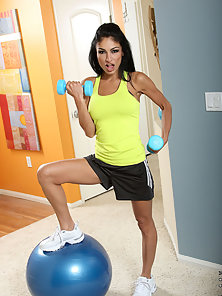 Attractive milf Persia teases us with her sexy sports outfit