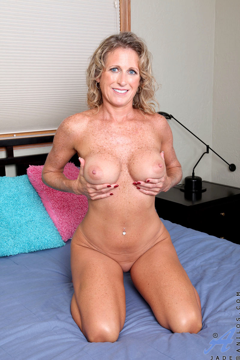 Big titted blonde fingers her lovely pink 7
