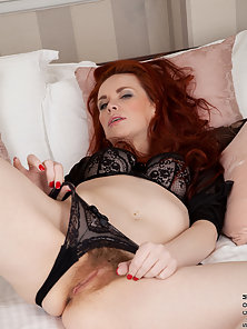 Red haired milf with gorgeous natural tits vibrates her hairy pussy to orgasm