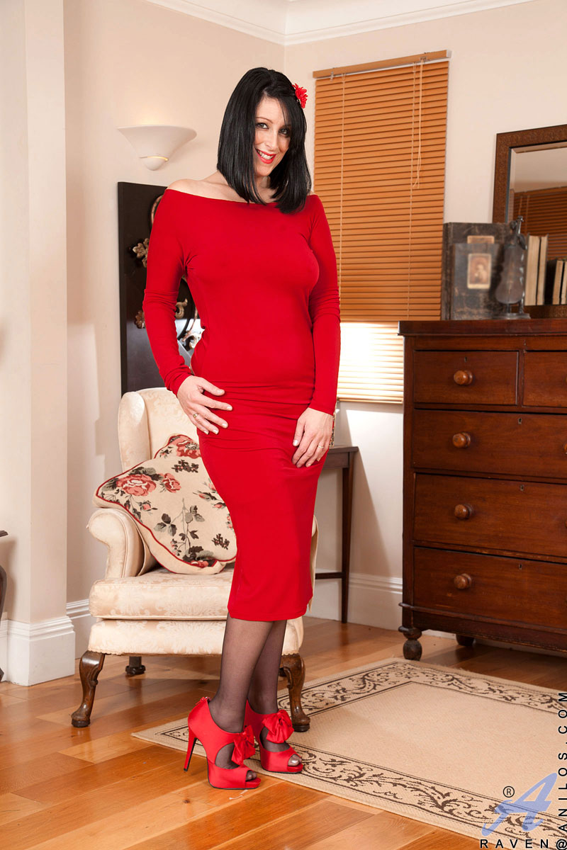 Experienced Cougar Raven Peels Off Her Red Dress Exposing -5405