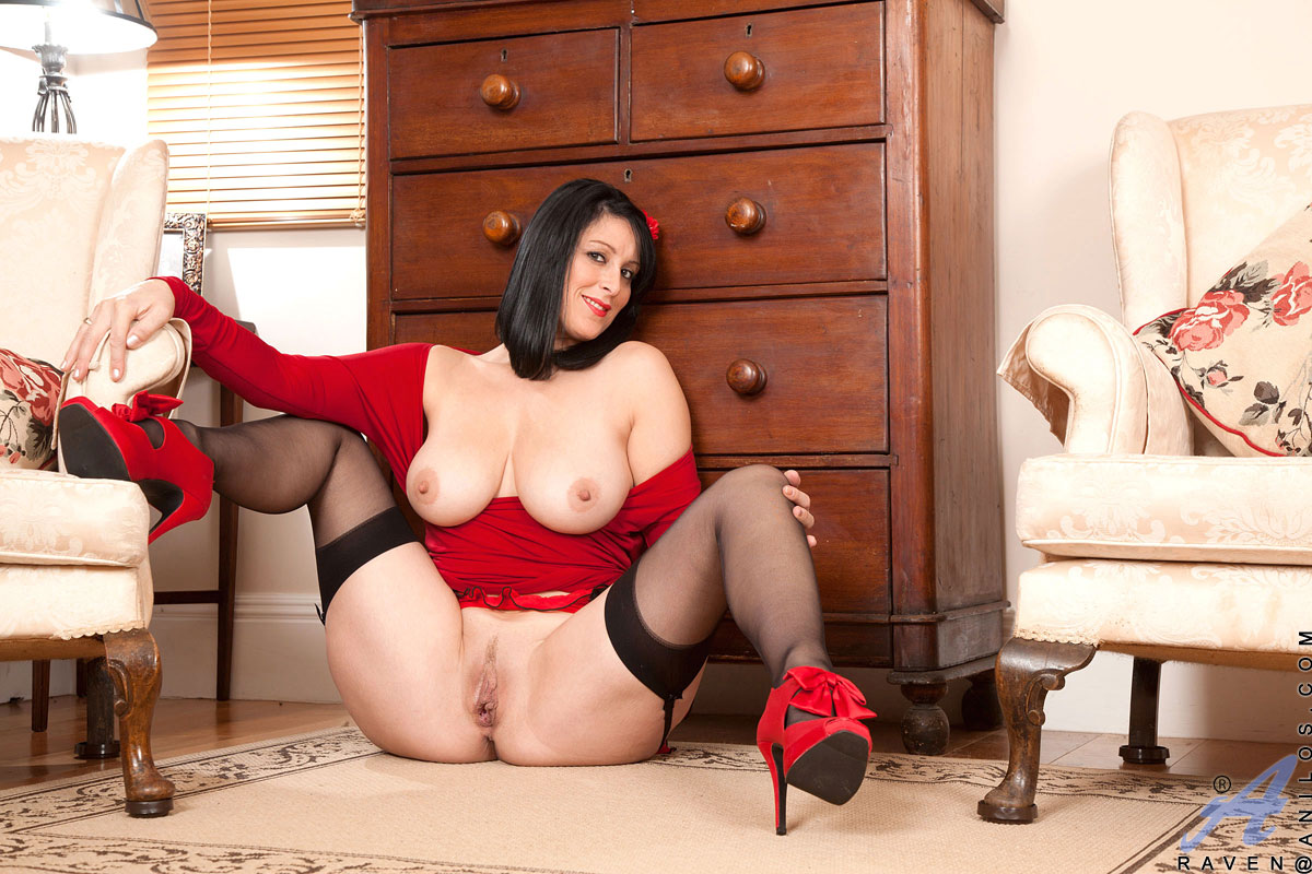 Experienced Cougar Raven Peels Off Her Red Dress Exposing -3247
