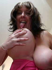 British mom with huge juggs fucked in the fat ass