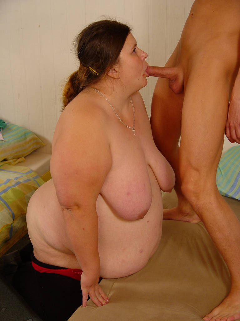 Fatty granny gives a blowjob and gets her bush fucked hardcore