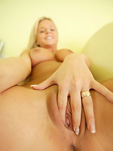 Big Boobs Hot Blonde Babe Bree Olson Rubs Her Pussy and Anal Fucked by a Dildo