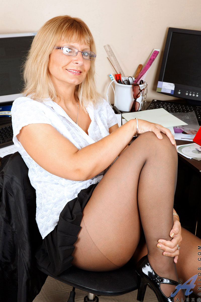 Office Milf Alex Shows Off Her Big Cleavage And Giving A -4590