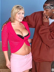 Busty black cock lover Velicity Von taking some man meat up her pussy