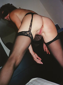 Sexy Babe Laura Shows Her Pink Twat Inside Home