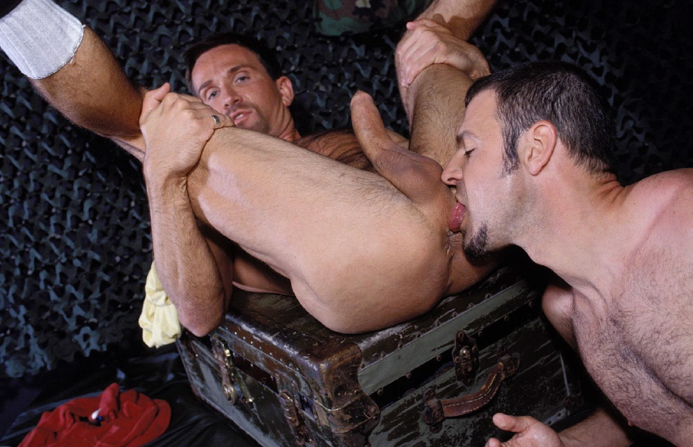 Young muscle rimming gay men picture