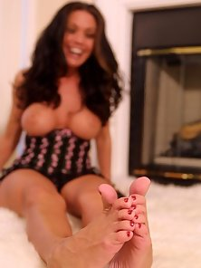 Crissy Moran sucking her lovely toes