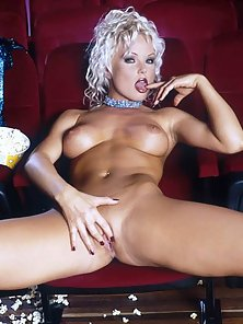 Silvia Saint spreads her legs at the movies